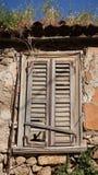 Gammalt övergett hus för sista århundrade arkivfoton