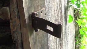 Gammalt övergett retro dörrskåp lager videofilmer