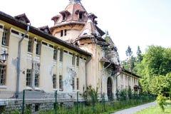 Gammalt övergett spökat hus Arkivfoto