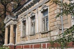 Gammalt övergett stenhus som byggs i det 18th århundradet Royaltyfri Fotografi