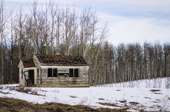 gammalt övergivet lantbrukarhem Arkivbild