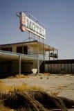 Gammalt övergivet motell fotografering för bildbyråer