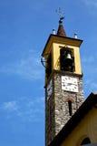 gammalt abstrakt begrepp för jerago in och solig klocka för kyrkligt torn Royaltyfri Fotografi