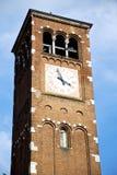 gammalt abstrakt begrepp i Italien och klocka för kyrkligt torn Arkivfoto