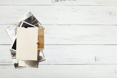 Gammalt albumfoto, bildbakgrund, tappningrambunt Kopieringsutrymme f?r utrymme arkivfoto