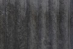 Gammalt asbestine slitet mossa-slitet mossigt slitet kritiserar utdraget fr?n bakgrunden i skuggan arkivfoto