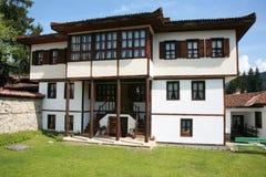 gammalt autentiskt bulgarian hus Arkivbilder