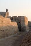 Gammalt Bahrain fort på Seef i sen eftermiddag Arkivfoton