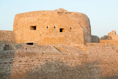 Gammalt Bahrain fort på Seef i sen eftermiddag Arkivbild