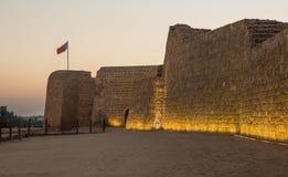 Gammalt Bahrain fort på Seef på solnedgången Arkivbild