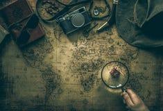 Gammalt begrepp för för översikts- och tappninglopputrustning/expedition, skattjakt arkivbilder