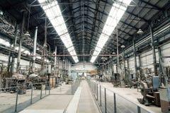 Gammalt belägga med metall fabriken beskådar arkivfoto