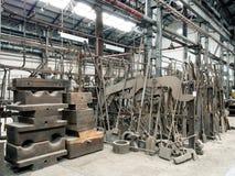 Gammalt belägga med metall fabrikskuggar Arkivfoto
