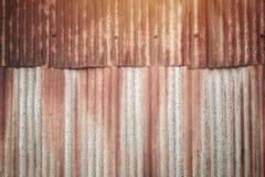 Gammalt belägga med metall täcker arkivfoton