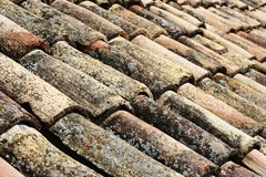 gammalt belägga med tegel för tak Royaltyfria Bilder