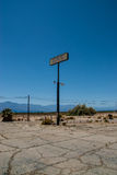 Gammalt bensinstationteckenSalton hav, Kalifornien Fotografering för Bildbyråer
