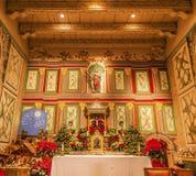 Gammalt beskickningSanta Ines Solvang California Basilica Altar kors Arkivfoto