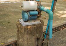 Gammalt bevattna pumpar Royaltyfria Foton