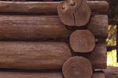 Gammalt blockhus för Closeup abstrakt bakgrundsbrown lines bilden Arkivbild