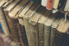Gammalt boka tätt upp Arkivfoton