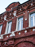 Gammalt bostads- hus av det 19th århundradet i staden Medyn (den Kaluga regionen, Ryssland) Arkivfoto