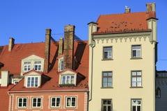 Gammalt bostads- hus på den Livu fyrkanten latvia gammala riga Royaltyfria Bilder