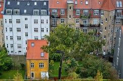 Gammalt bostadsområde i Århus, Danmark arkivbilder