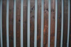Gammalt brunt tr?staket med br?den royaltyfri foto