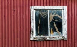 Gammalt brutet fönster Arkivfoton