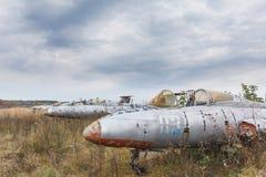 Gammalt brutet militärt ryssflygplan arkivfoton