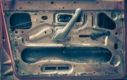 Gammalt bryt upp dörren av en bil som används som bakgrund Arkivbilder