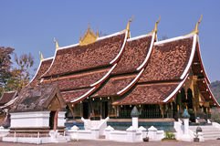 Gammalt buddistiskt tempel Luang Prabang royaltyfri foto