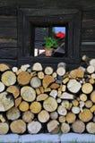 gammalt byfönster för blomma Royaltyfria Foton