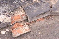 Gammalt cement Förstörda tegelstenar Mörker - grå färg Royaltyfria Bilder