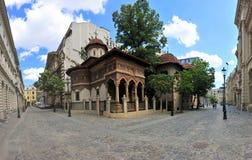 Gammalt centrum av den Bucharest - Stavropoleos kloster arkivfoto