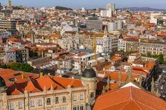 Gammalt centrum för fågel`-s-öga sikt av Porto Royaltyfri Fotografi