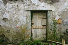 gammalt dörröppningshus royaltyfria foton