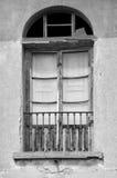 Gammalt dörr och fönster i Montecchio, Italien Royaltyfri Fotografi