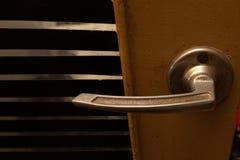 Gammalt dörrlås, dörrutbyte arkivfoton