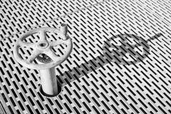 Gammalt dammigt metallhjul med modellen Arkivbilder