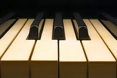 Gammalt direkt pianotangentbord Arkivfoton