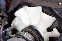 Gammalt element som kyler fanmotorn av bilmotorn royaltyfria bilder