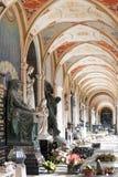 Gammalt Europa kyrkogårdgalleri arkivfoton