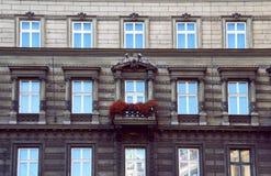 Gammalt europeiskt fönster Arkivfoto