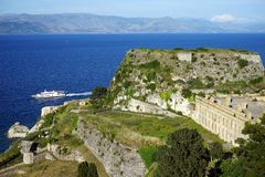 Gammalt fästning och fartyg royaltyfria bilder