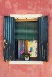 gammalt fönster Burano Royaltyfria Foton