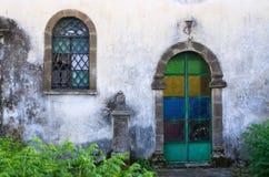 gammalt fönster för dörr arkivfoto