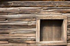 gammalt fönster för kabinjournal Royaltyfria Bilder