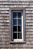 gammalt fönster för ladugård royaltyfria bilder