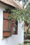 gammalt fönster för landshus Royaltyfria Foton